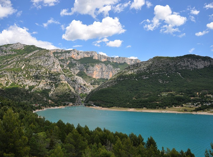 普罗旺斯-圣十字湖