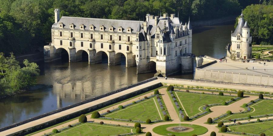 舍农索水上城堡